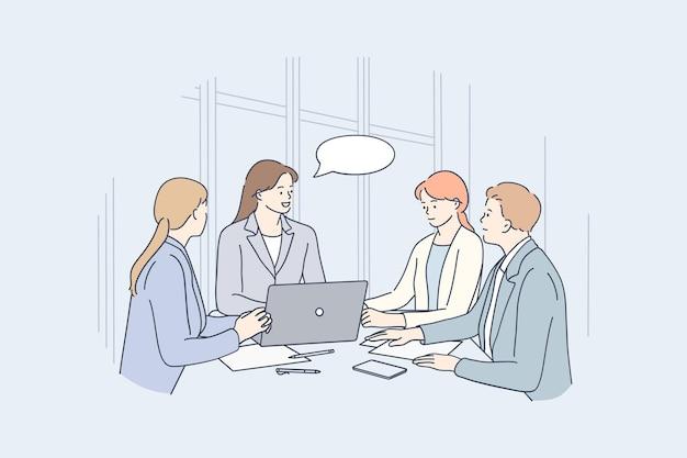 Grupa pozytywnych ludzi siedzi w biurze