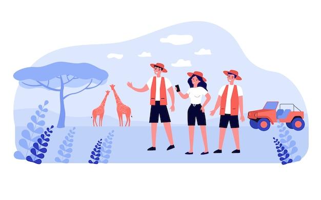 Grupa szczęśliwych turystów korzystających z safari w afryce