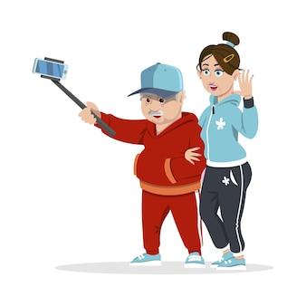 Grupa wesołych starszych ludzi biodrówki zbierania i zabawy. koncepcja szczęśliwą rodzinę. dziadkowie. starsi ludzie biorąc zdjęcie selfie z kijem.