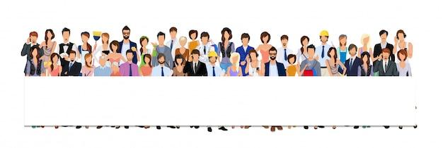 Grupowi ludzie z pustym plakata sztandarem