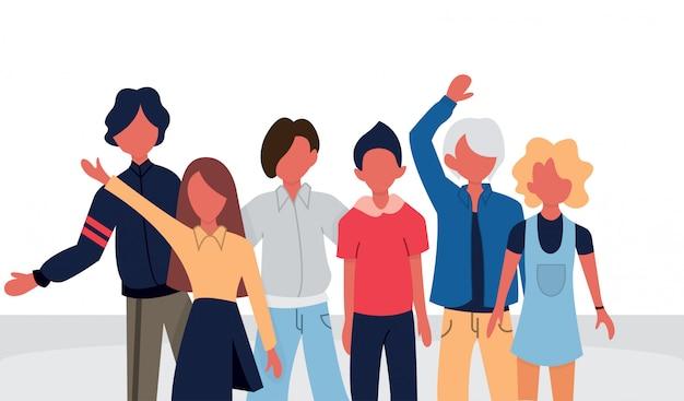 Grupowy portret nastoletnich chłopców i dziewcząt lub szkolnych przyjaciół