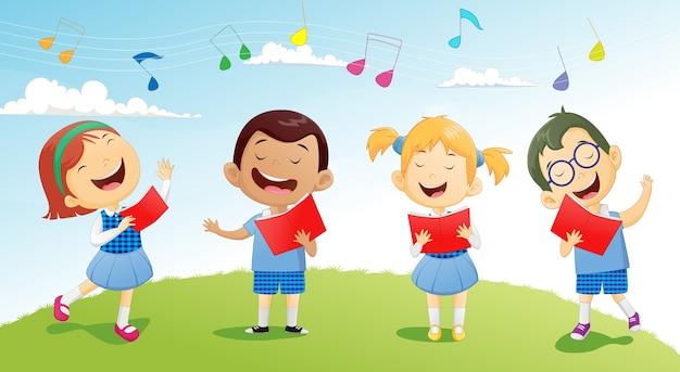 Grupy dzieci w wieku szkolnym śpiewające w chórze
