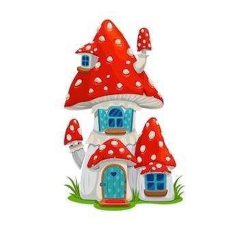 Grzyb bajki dom mieszkanie elf lub gnom, wektor muchomor kreskówka budynek, bajkowy dom z niebieskimi drewnianymi drzwiami, oknami z okiennicami i rurą na dachu. dom na białym tle fantasy ładny budynek