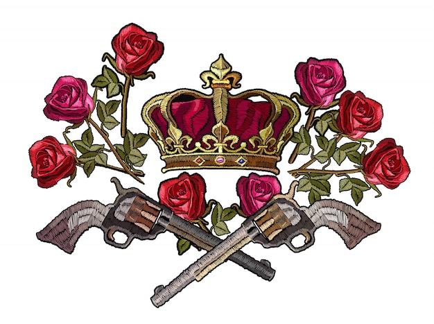 Haftowana korona, skrzyżowane pistolety i róże