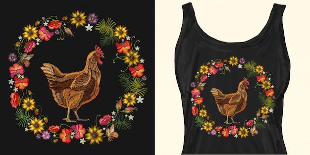 Haftuj kurczaka i wieniec z kwiatów