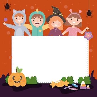 Halloweenowe dzieci w kostiumach z banerem