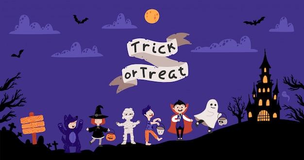 Halloweenowe przyjęcie kostiumowe dla dzieci. dzieci w różnych kostiumach na święta.