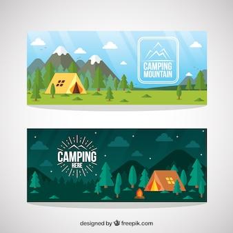 Hand wyciągnąć namiot camping w lesie banerów