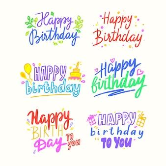 Happy birthday cartoon napis, kolorowe frazy na kartkę z życzeniami z balonami, ciastami i pudełkami na prezenty. gratulacje wakacje, elementy projektu zwroty typograficzne. ilustracja kreskówka wektor