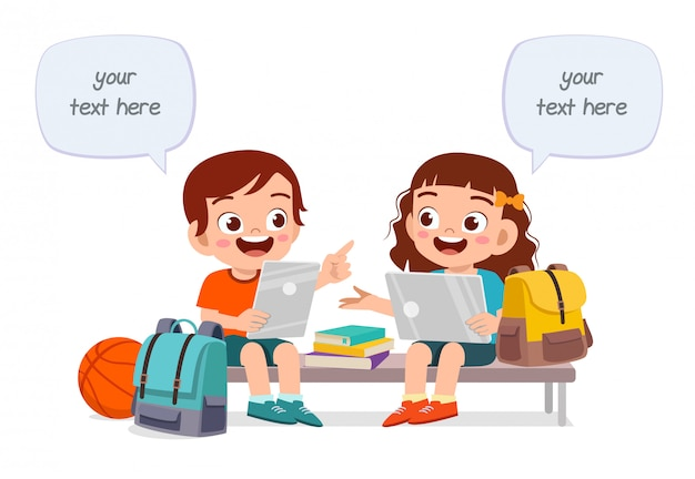 Happy cute dzieci chłopiec i dziewczynka razem studiować