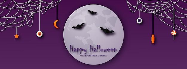 Happy halloween kartkę z życzeniami w stylu cięcia papieru księżycowe nietoperze i pajęczyny na fioletowym tle