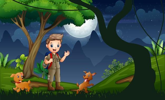 Harcerz z psami wędrówki w nocy