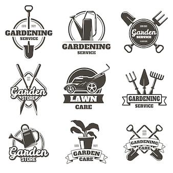 Herby ogrodnicze. odznaki ogrodnicze, pielęgnacja trawnika, prace ziemne i krajobrazowe. zestaw etykiet prac ogrodowych na białym tle.