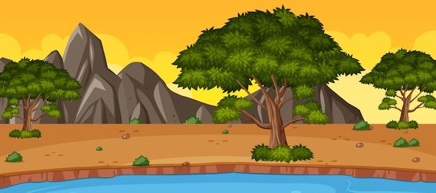 Horyzont natury scena lub krajobrazowa wieś z lasowym widokiem i żółtym zmierzchu nieba widokiem