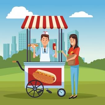 Hot dog koszyka w parku
