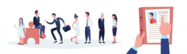 Hr ręka trzymać cv cv biznesmena nad grupą ludzi biznesu wybrać kandydata