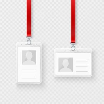 Identyfikacyjne, Czyste, Plastikowe Karty Identyfikacyjne Z Zapięciem I Smyczą. Pusta Plastikowa Karta Identyfikacyjna. Ilustracja Na Przezroczystym Tle Premium Wektorów