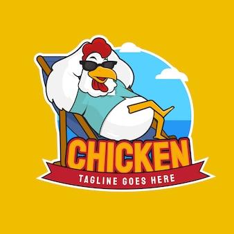 Ilustracja chłodnego kurczaka na plaży postać z kreskówki maskotka