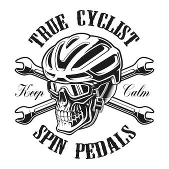 Ilustracja czaszki w kasku rowerzysty ze skrzyżowanymi kluczami, idealna do projektów koszul.