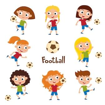 Ilustracja dziewczynki w koszulkach i spodenkach, grających w piłkę nożną