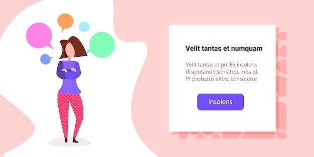 Ilustracja kobieta z kolorowymi bąblami czat