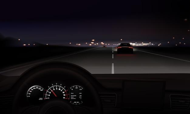 Ilustracja nocnej drogi z realistycznym widokiem na kierownicę z samochodu na tle świateł miasta