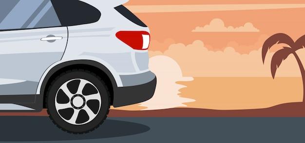 Ilustracja nowożytny samochód dostawczy przy zmierzchem na plaży