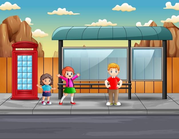 Ilustracja przedstawiająca dzieci na przystanku autobusowym