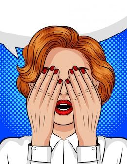 Ilustracja wektorowa w stylu pop-art kolor dziewczyny z otwartymi ustami zasłaniając twarz dłońmi. emocje strachu, gniewu, bólu, frustracji. oczy dziewczyny zamknęły się w oczekiwaniu na niespodziankę.