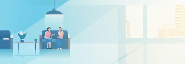 Ilustracja wektorowa wnętrza biura otwartej przestrzeni płaska konstrukcja. biznes kobiety rozmawiają w hali, siedząc na kanapie.