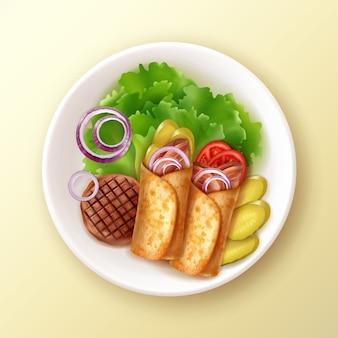 Ilustracja z dwóch burrito na talerzu z grillowanym mięsem, sałatą, cebulą i piklami na żółtym stole