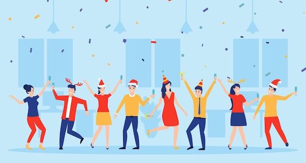 Impreza noworoczna w biurze. zespół biznesowy świętuje.