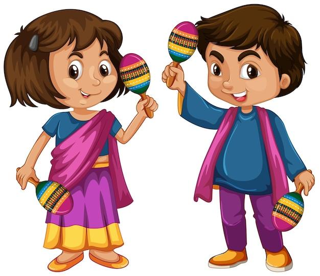 India dziecko trzymające marakasy na białym tle