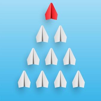 Indywidualne papierowe samoloty z czerwonymi liderami prowadzą innych. koncepcja biznesu i przywództwa