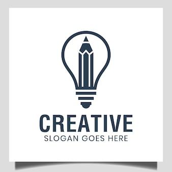 Inteligentny i kreatywny pomysł ołówka i symbol żarówki na studia studenckie, edukację, projektowanie logo agencji kreatywnej