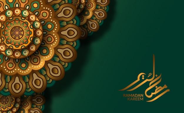 Islamski szablon karty z pozdrowieniami. luksusowy motyw geometryczny tradycyjny mandali wzór z zielonym tłem i kaligrafią ramadan kareem