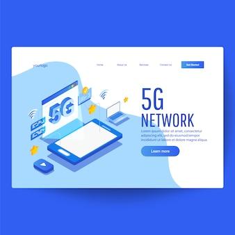 Izometryczny 5 g z niebieskim smartfonem, strona internetowa z ustalonym połączeniem
