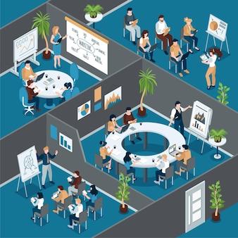 Izometryczny skład szkolenia biznesowego z widokiem na pomieszczenia biurowe z grupami pracowników przy stołach