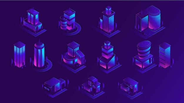 Izometryczny zestaw budynków miasta, ilustracja wektorowa na białym tle. nowoczesna architektura miejska, fioletowe oświetlenie neonowe.
