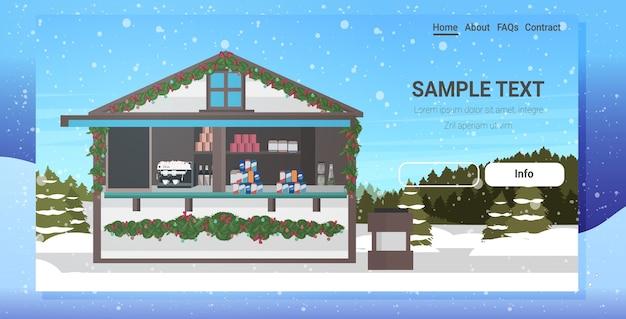 Jarmark bożonarodzeniowy lub wakacje na świeżym powietrzu wesołe boże narodzenie ferie zimowe koncepcja uroczystości krajobraz opady śniegu