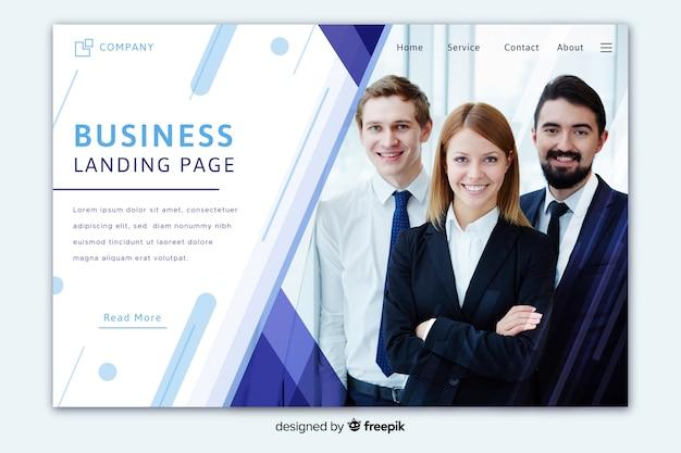Jasna biznesowa strona docelowa ze zdjęciem grupowym