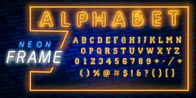 Jasne litery alfabetu neonowego