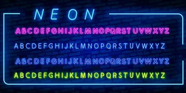 Jasne neonowe litery alfabetu, cyfry i symbole w wektorze. nocny pokaz. klub nocny
