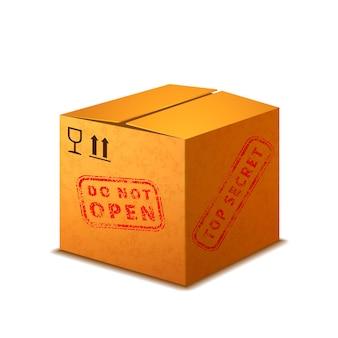 Jasne realistyczne pudełko kartonowe ze znakami ładunku i czerwoną pieczęcią ściśle tajną na białym tle