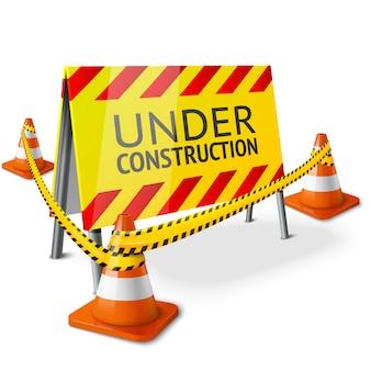 """Jasny znak """"under construction"""" z pomarańczowymi odciętymi pachołkami drogowymi i żółtą taśmą ostrzegawczą."""