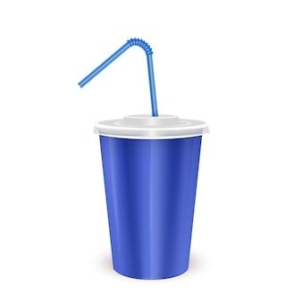 Jednorazowy kubek z niebieskim papierem z pokrywką i słomką do picia na zimny napój