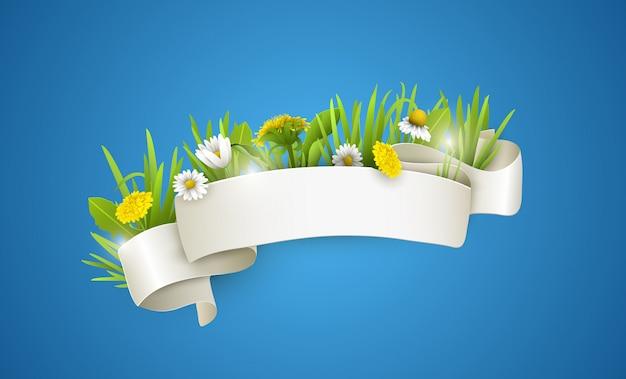 Jedwabna biała wstążka z polnymi kwiatami.