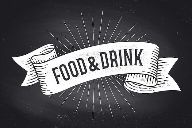 Jedzenie i picie. old school vintage wstążka banner z tekstem żywności i napojów. czarno-biała grafika kredowa na tablicy. plakat do menu, baru, pubu, restauracji, kawiarni, strefy gastronomicznej.