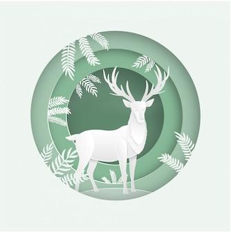 Jeleń w lesie w sezonie zimowym
