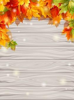 Jesień liście na tle zaświecają drewnianych desek tło